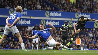Chelsea take step towards title with win at Everton