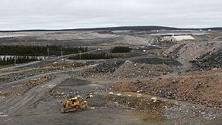 Miner thinks small to resurrect big Canadian iron ore mine