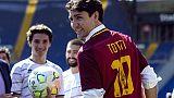 Trudeau, foto con maglia n.10 di Totti