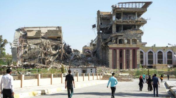 Mossoul: les étudiants passent leurs examens dans un champ de ruines