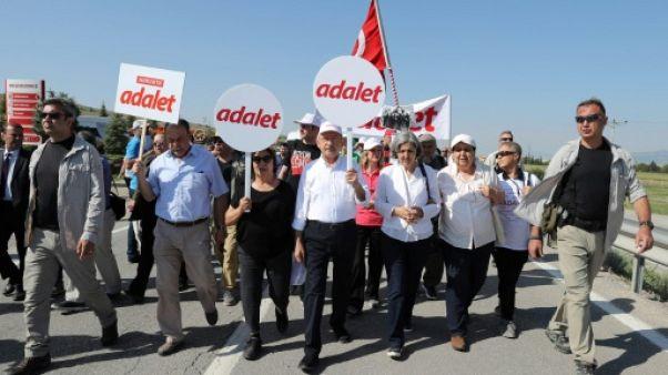 """Turquie: le chef de l'opposition poursuit sa """"marche"""" malgré Erdogan"""