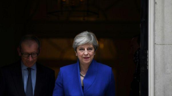 Brexit: May va faire une offre aux 27 sur les droits des citoyens