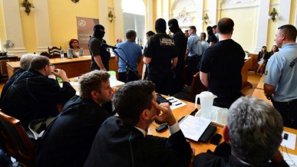 """Migrants asphyxiés: début du procès du """"camion charnier"""" en Hongrie"""