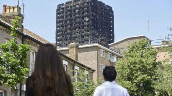 Londres: une odeur de mort flotte toujours sur le quartier de la tour calcinée