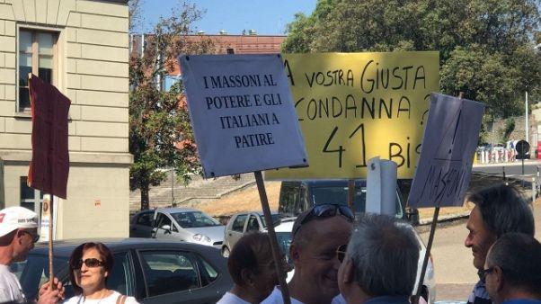 Etruria: udienza, protesta risparmiatori
