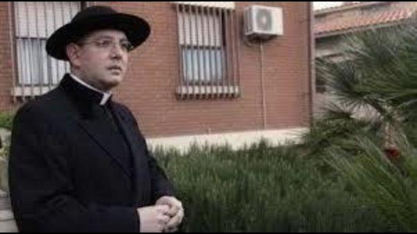 Abusi su minori: prete condannato 8 anni