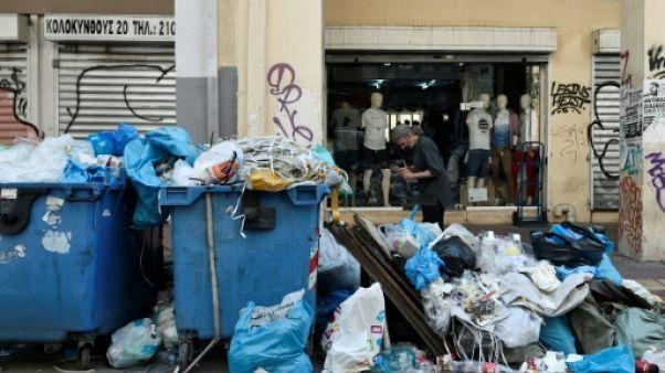 Grèce: manifestations et grève des éboueurs