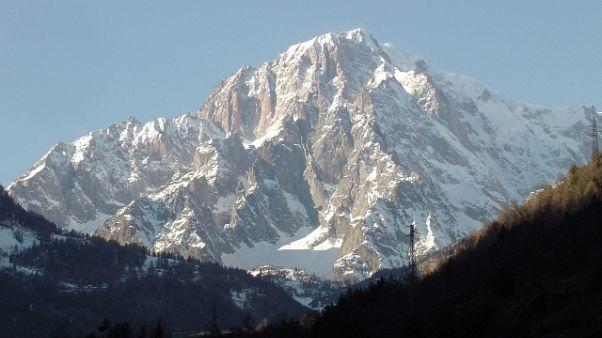 Caldo, caduta pietre su Monte Bianco