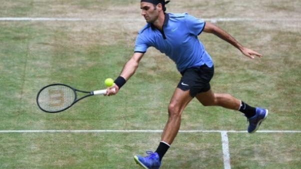 Tennis: Federer qualifié pour les quarts à Halle en battant Mischa Zverev