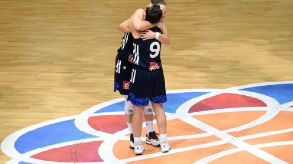 """Basket: Céline Dumerc, l'éternelle capitaine des """"Braqueuses"""""""