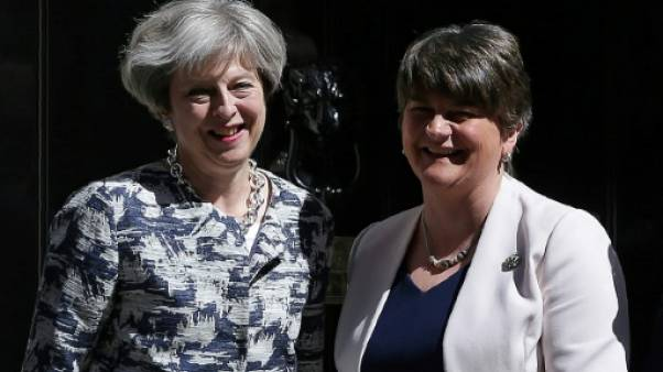 Le DUP nord-irlandais donne la majorité absolue à May pour 1 milliard de livres