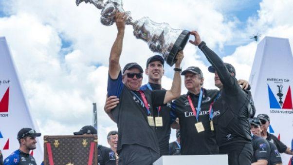 """Coupe de l'America: Burling envoie la Nouvelle-Zélande """"au 7e ciel"""""""