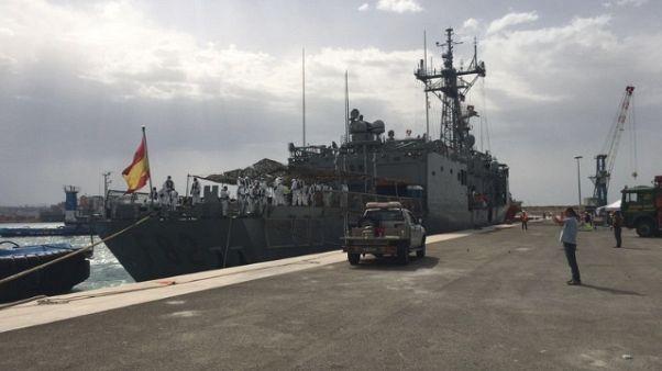 Cagliari, arrivata nave con 903 profughi