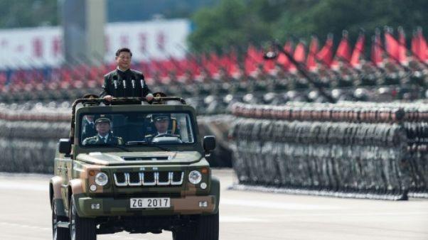 A Hong Kong, l'armée chinoise défile pour Xi Jinping