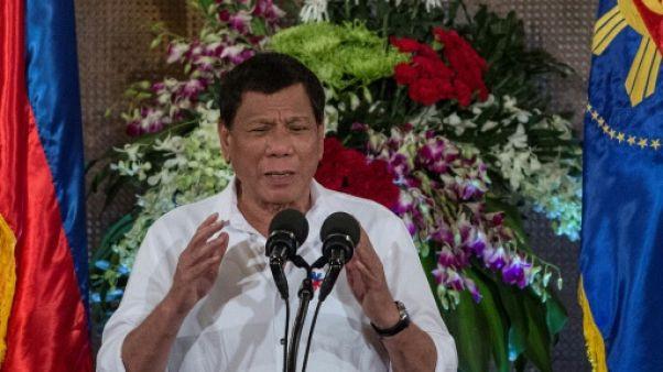 Philippines: le président Duterte à des sommets après une année tumultueuse