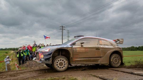 Rallye de Pologne: seuls Neuville, Tänak et Latvala surnagent dans la boue