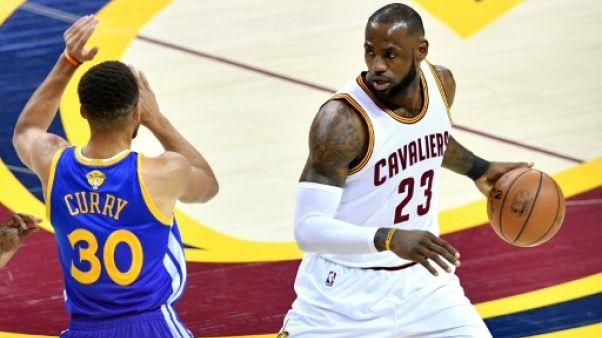 NBA: pour LeBron James, Curry mériterait un contrat de 400 M de dollars