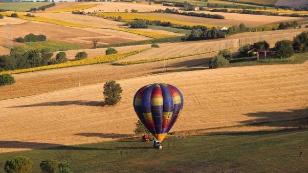 Mongolfiere in volo su colline Marche