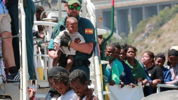 """Migrants: un """"code de conduite"""" pour les ONG en préparation"""