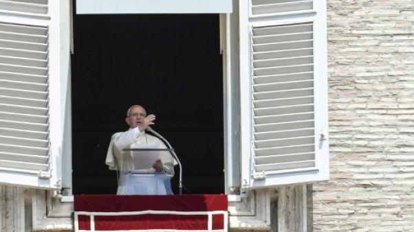 Soutien du pape aux parents d'un bébé britannique condamné