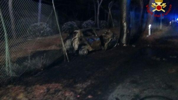 Auto contro pino, 3 morti nel Grossetano