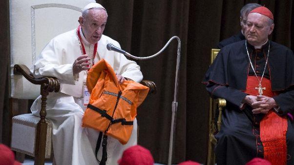 Papa all'ANSA, l'Europa aiuti i migranti