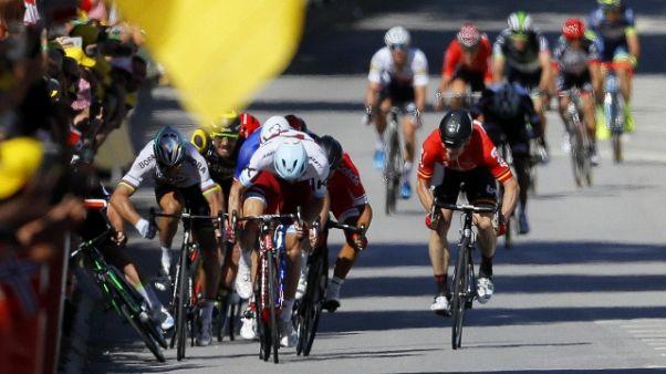 Tour: gomito largo, Sagan penalizzato