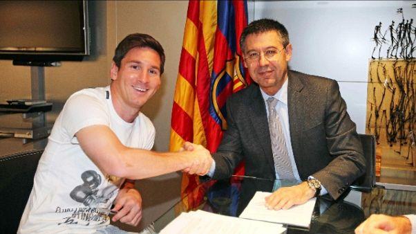 Il Barcellona ufficializza Messi al 2021