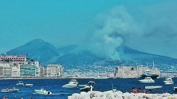 Vasto incendio sul Vesuvio