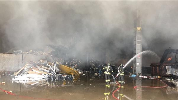 Incendio in azienda rifiuti in Brianza