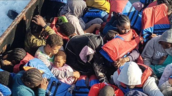 Migranti: SI, Renzi insegue destra