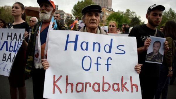L'armée azerbaïdjanais frappe les positions arméniennes au Karabakh