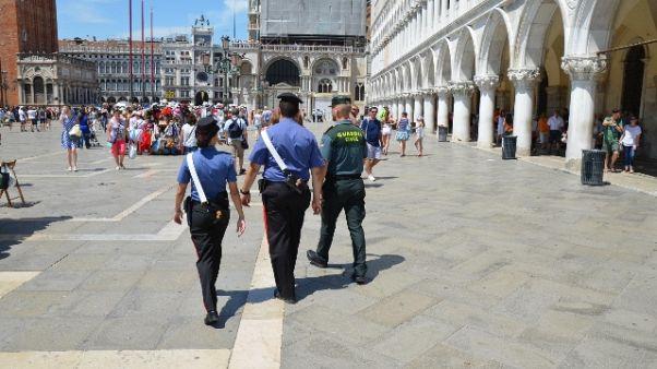 Venezia, pattuglie carabinieri-G.Civil