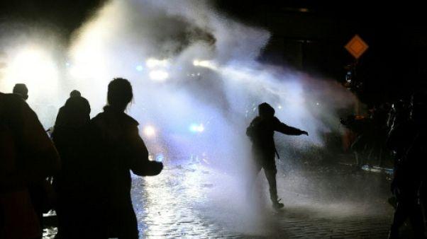 G20 : 3e nuit de heurts entre policiers et manifestants à Hambourg
