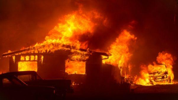 Californie: 2.300 pompiers combattent des feux de forêt