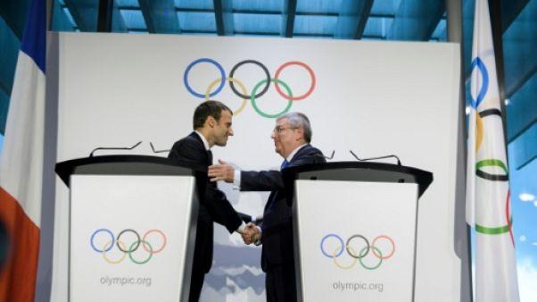 JO-2024: Macron poursuit son opération séduction auprès du CIO