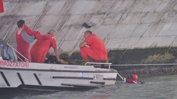 Venezia:Ponte Bareteri chiuso per crollo
