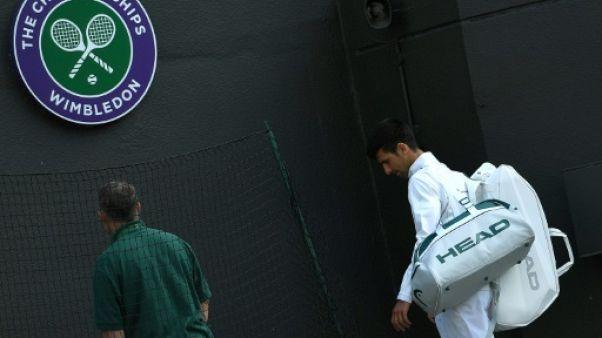 """Wimbledon: Djokovic abandonne en quarts et envisage """"une pause"""""""