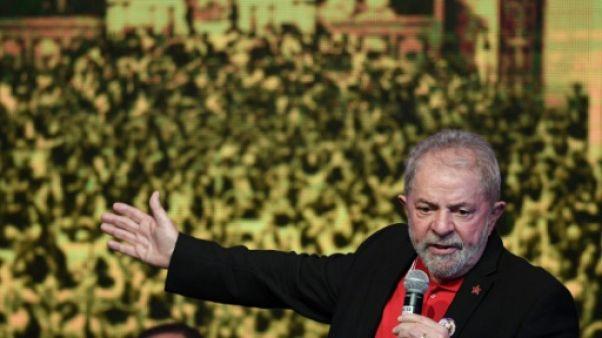 Brésil: Lula condamné à neuf ans de prison
