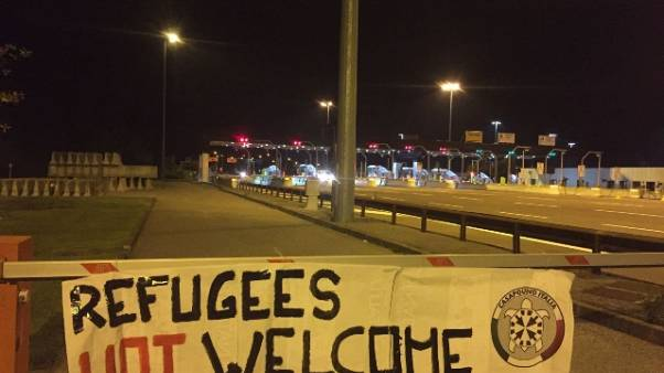 Migranti: CasaPound protesta lungo A22