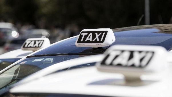 Tentano rapinarlo,grave tassista Firenze