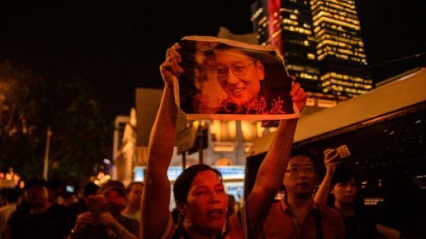 """La Chine porte """"une lourde responsabilité"""" dans la mort """"prématurée"""" de Liu Xiaobo, dit le comité Nobel"""