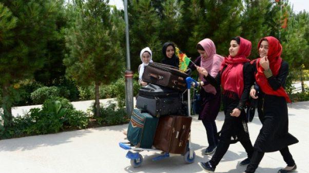 De jeunes Afghanes autorisées à participer à un concours scientifique aux USA