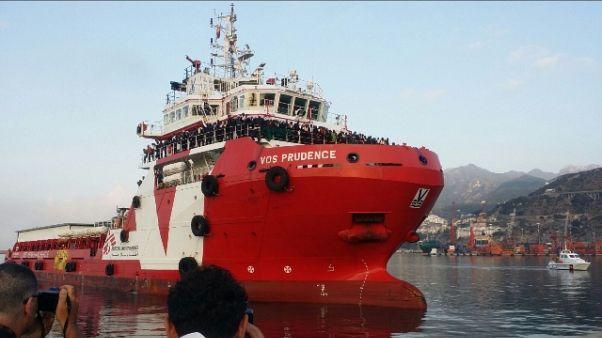 Migranti: nave MSF attraccata a Salerno