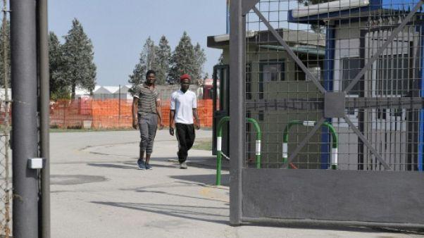 """Italie: colère et incompréhension dans les """"dépotoirs"""" à migrants"""