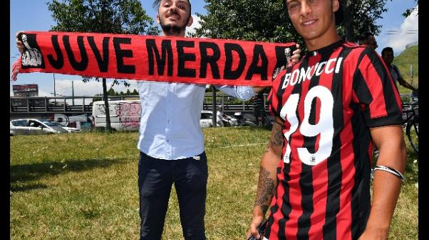 Bonucci saluta i tifosi del Milan