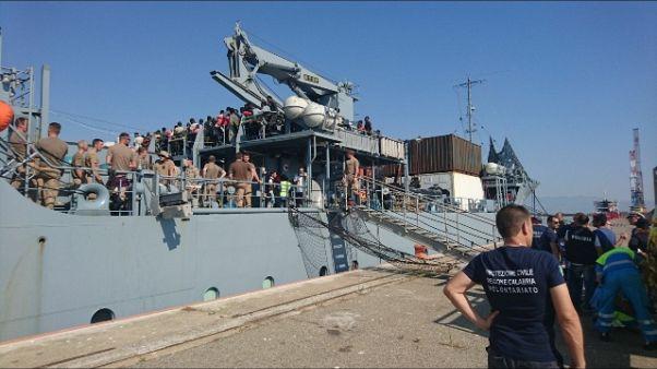 A Corigliano nave con 923 migranti