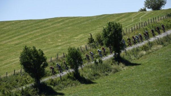 Tour de France: départ de la 15e étape, sur les plateaux du Massif Central