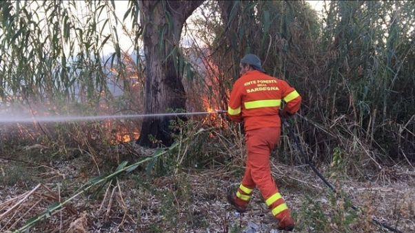 Incendi: fiamme in città a Olbia
