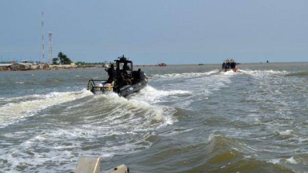 """Cameroun: un navire de l'armée chavire en mer, """"des dizaines"""" de disparus"""